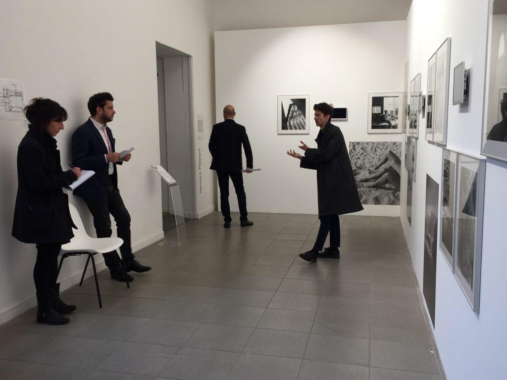 Iacopo Pasqui e la giuria del Premio Giovane Fotografia Italiana